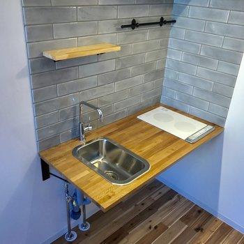 キッチンに可愛らしい棚があるのは嬉しいですね ※写真は前回募集時のものです
