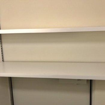 靴箱は、可動式棚。いろんなサイズの靴に対応してます ※写真は前回募集時のものです