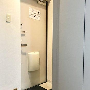 玄関はコンパクトサイズ