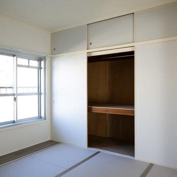 リビング横の和室は、収納がビッグサイズです。