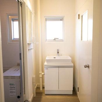 洗面所、なかなか広めのスペースです。