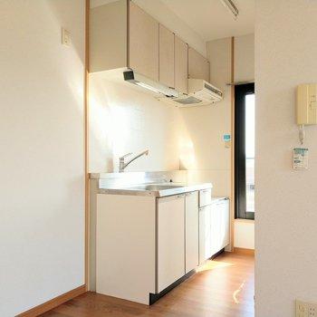 キッチン横に冷蔵庫置場◎