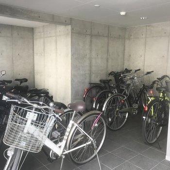 自転車置き場は室内です◎