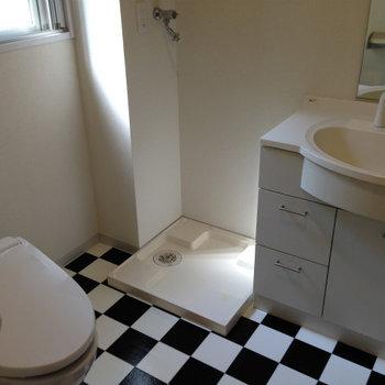 市松模様が印象的※写真は1階の反転間取り別部屋のものです。