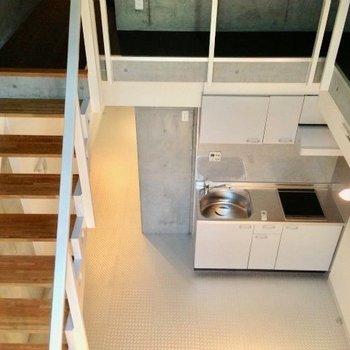1階の吹き抜けから見下ろしたところ※写真は1階の反転間取り別部屋のものです。