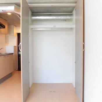収納もお1人サイズ※写真は1階の同間取り別部屋のものです