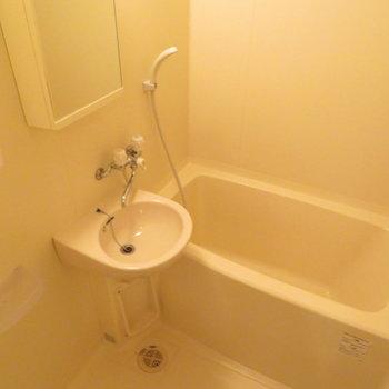 お風呂はシンプルに綺麗に※写真は4階の同間取り別部屋のものです