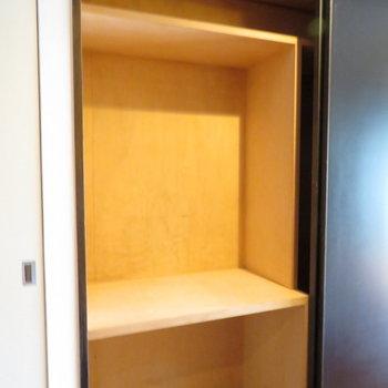 逆側は押し入れタイプです※写真は4階の同間取り別部屋のものです
