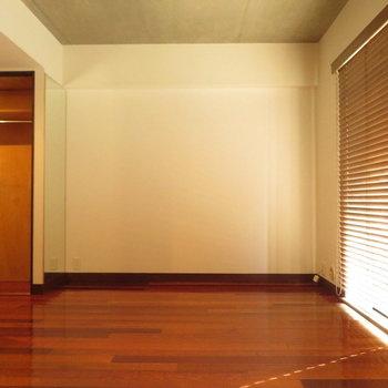 8.3帖なので一人暮らしにはぴったり※写真は4階の同間取り別部屋のものです