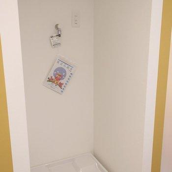 2Fキッチンの後ろに洗濯機置場※写真は2階の似た間取り別部屋のものです