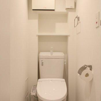トイレはウォッシュレットつきです!※写真は2階の似た間取り別部屋のものです