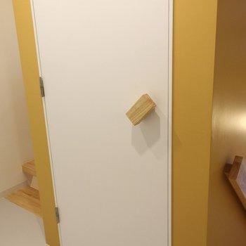 トイレのドアノブが可愛いんです※写真は2階の似た間取り別部屋のものです