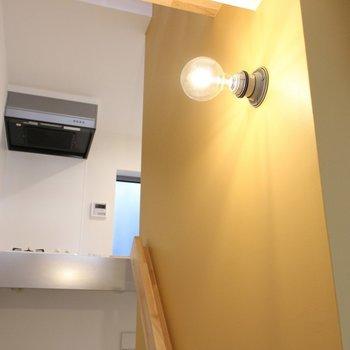 照明が可愛いんです。※写真は2階の似た間取り別部屋のものです