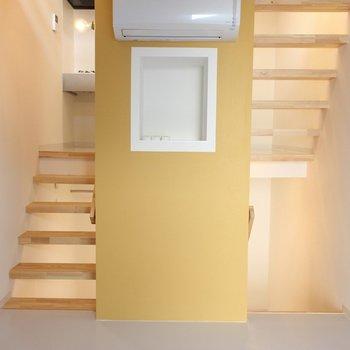 2Fのお部屋上がるとキッチン※写真は2階の似た間取り別部屋のものです