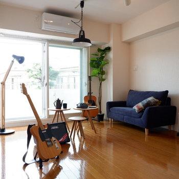 1人掛けソファにシングルベッドも置けちゃう余裕がありそうですよ。※写真は2階の同間取り別部屋のものです。