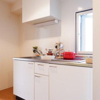 キッチンにも小窓あるの嬉しいなあ。※写真は2階の同間取り別部屋のものです。
