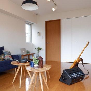 2面採光です。小窓も防音サッシでgood!※写真は2階の同間取り別部屋のものです。