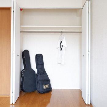 収納も容量ありますよ。楽器のケースも入る余裕さありますね。※写真は2階の同間取り別部屋のものです。