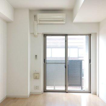 日当たりもよさそう電気をつけずにこの明るさ。※写真は4階の同間取り別部屋のものです。