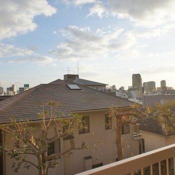 視線をずらせば神戸の街並みが。