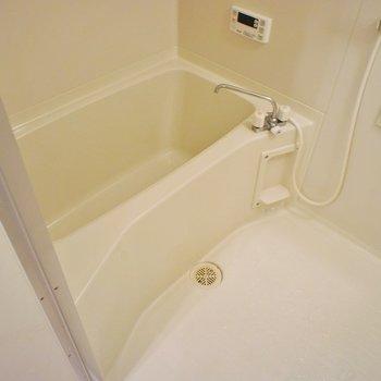 お風呂にも小窓があります。
