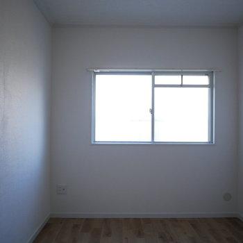 洋室は4.8帖 ※写真は通電前のものです