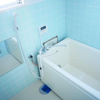 浴室はレトロだけどタイルがかわいい、追焚付き!