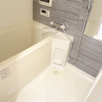 お風呂はひろめ。※写真は11階の同間取り別部屋のものです
