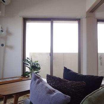 カラフルなカーテンをつけたいな。※写真は11階の同間取り別部屋のものです