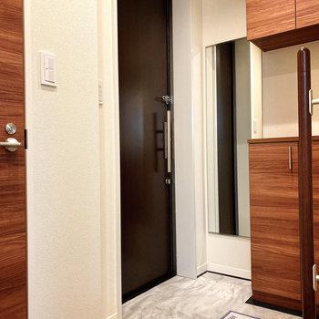清潔感のある玄関ですね。