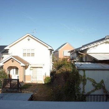 眺望は、住宅街。落ち着いた朝がむかえられそう。
