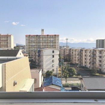 窓からは高須磨団地。