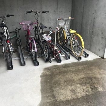 駐輪所だってありますよ〜