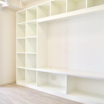 壁一面棚!大きめのテレビが置けそう!※写真は10階の同間取り別部屋のものです