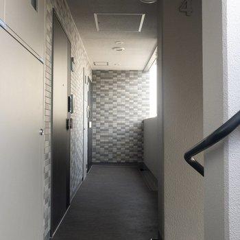 今回のお部屋は一番奥の角部屋です