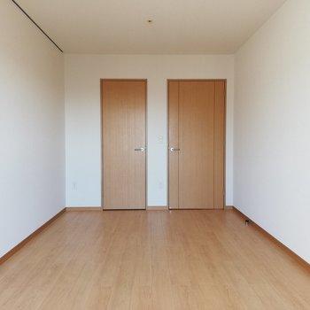 おや、扉が2つ・・・?