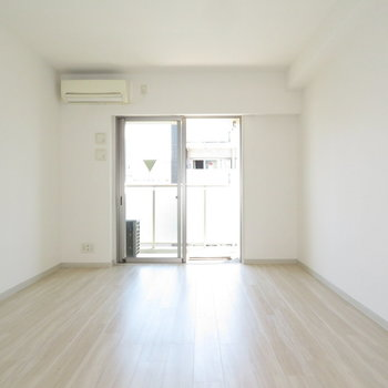 ふんだんにはいる日光※写真は8階の同間取り別部屋のものです