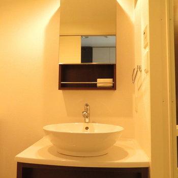 ボウル型のシンクが可愛い※写真は8階の同間取り別部屋のものです