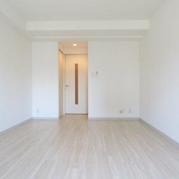 控え目な電球◎※写真は8階の同間取り別部屋のものです