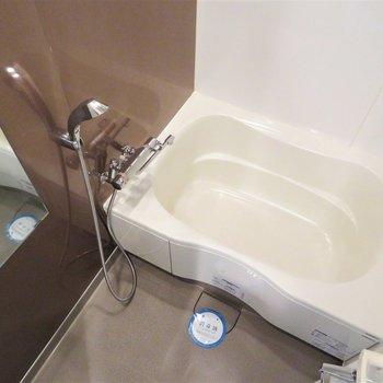 お風呂は綺麗ですしシャワーヘッドは大きいですね