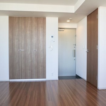 全体的に高級感があり、落ち着いた雰囲気です。※写真は12階の同間取り別部屋のものです