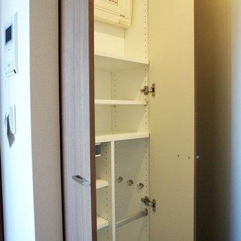 靴箱は傘なども収納できます。※写真は12階の同間取り別部屋のものです