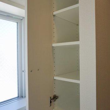 調味料などをしまえる棚発見!※写真は12階の同間取り別部屋のものです