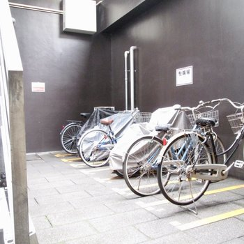 自転車置き場も建物内にありますよ〜