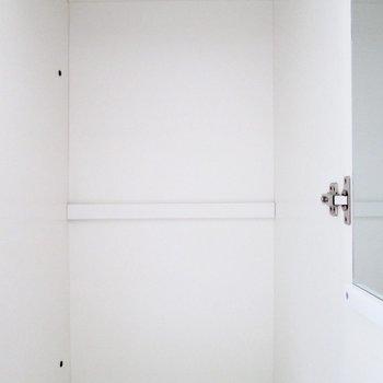 【洋6.5帖】洋服をかけたり◯※写真はクリーニング前のものです