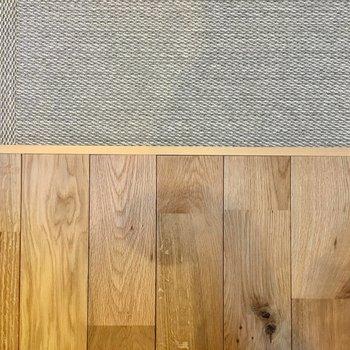 無垢床と、キモチイイカーペット。