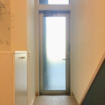 お次は玄関へ。