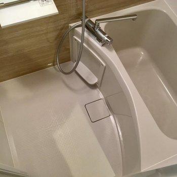 お風呂は浴室乾燥機付いてます。
