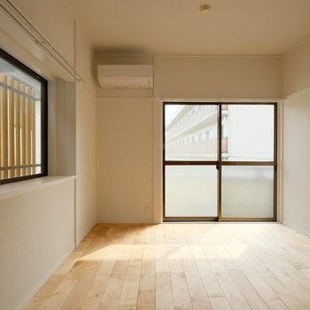風通しが良さそうなリビングの横窓だな〜