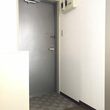 玄関はオープンに ※写真は通電前のものです